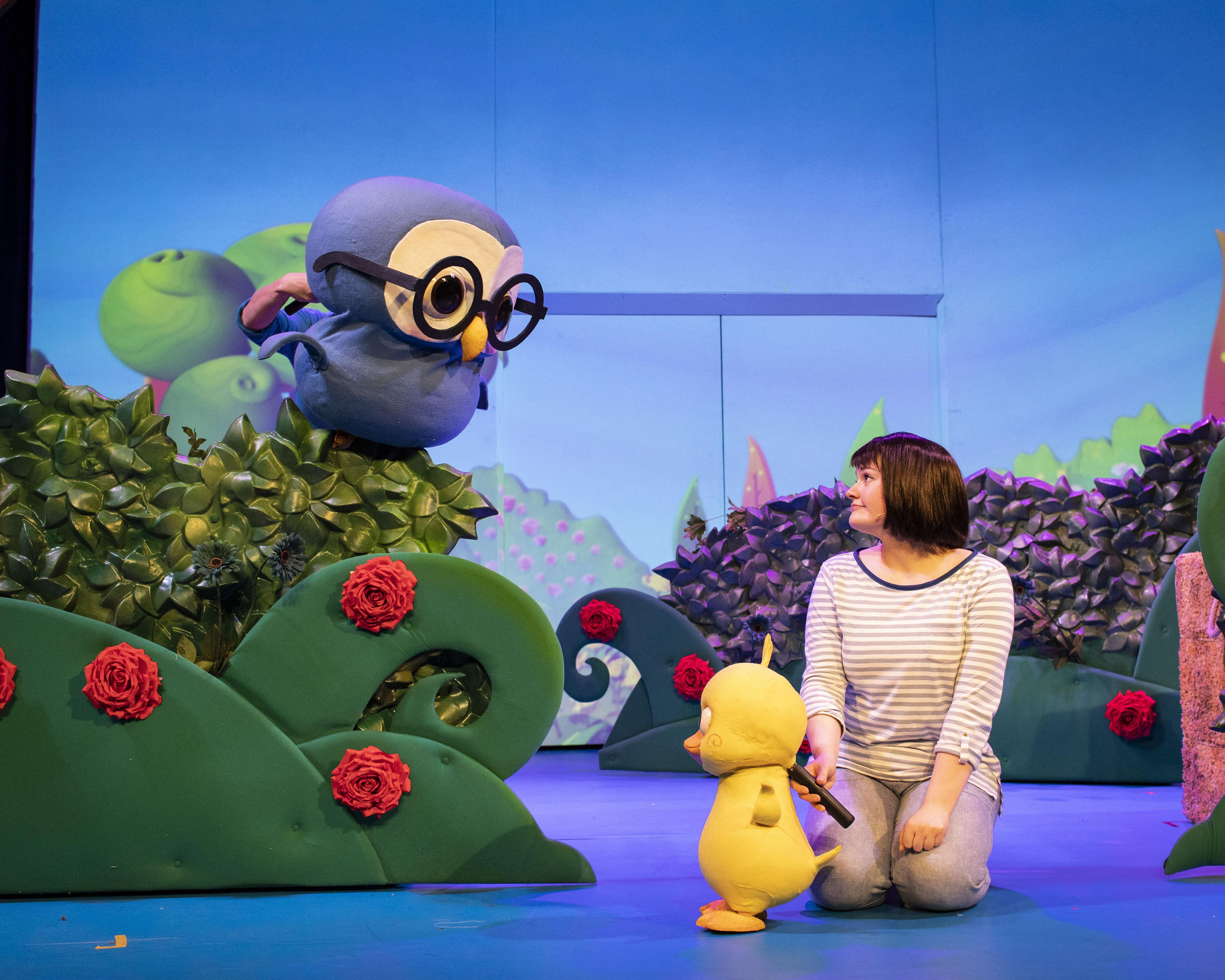 10. LITTLE BABY BUM LIVE. Wise Old Owl, Little Duckling and Rebecca Withers (Mia). Photo Helen Maybanks.jpg