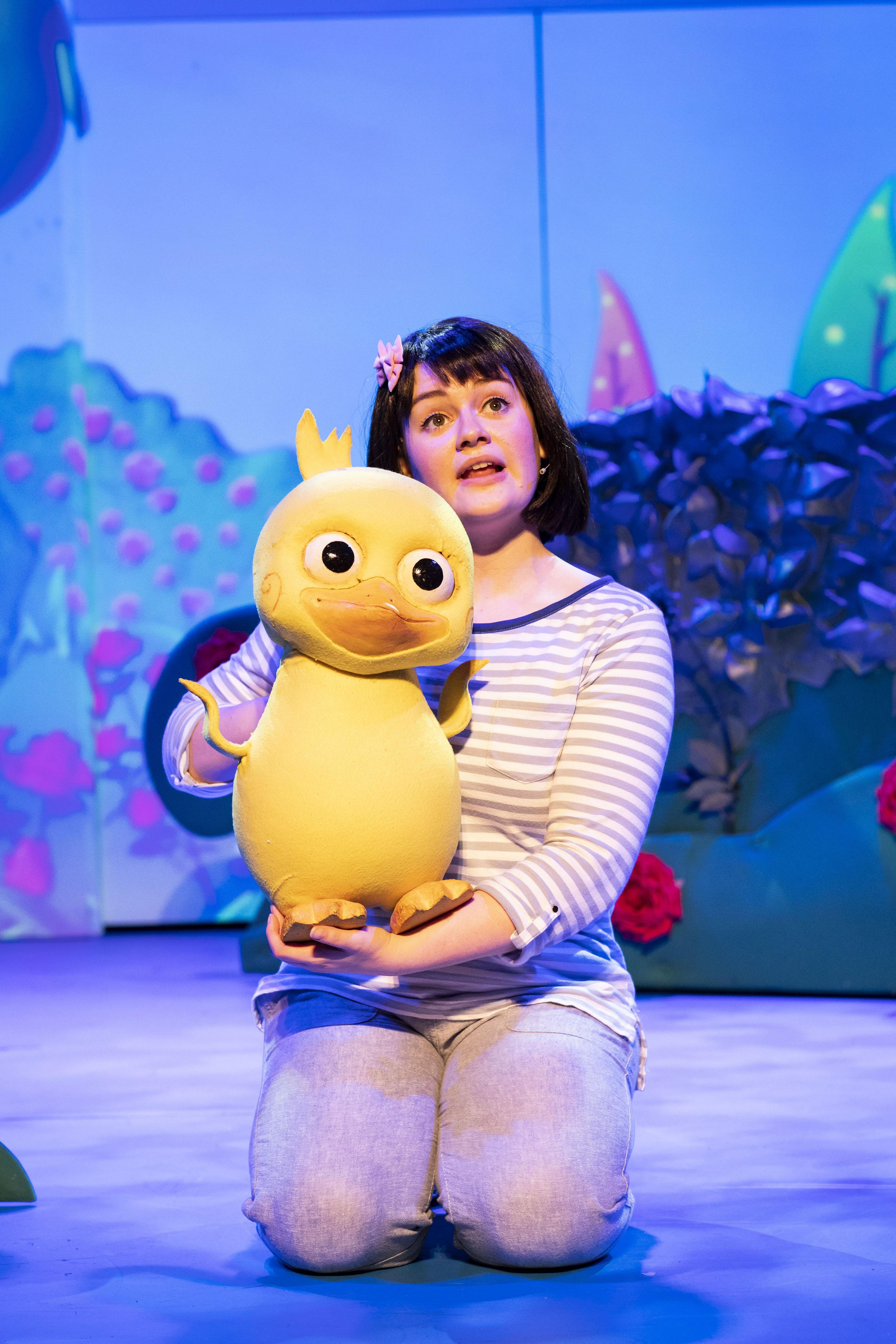 11. LITTLE BABY BUM LIVE. Little Duckling and Rebecca Withers (Mia). Photo Helen Maybanks.jpg