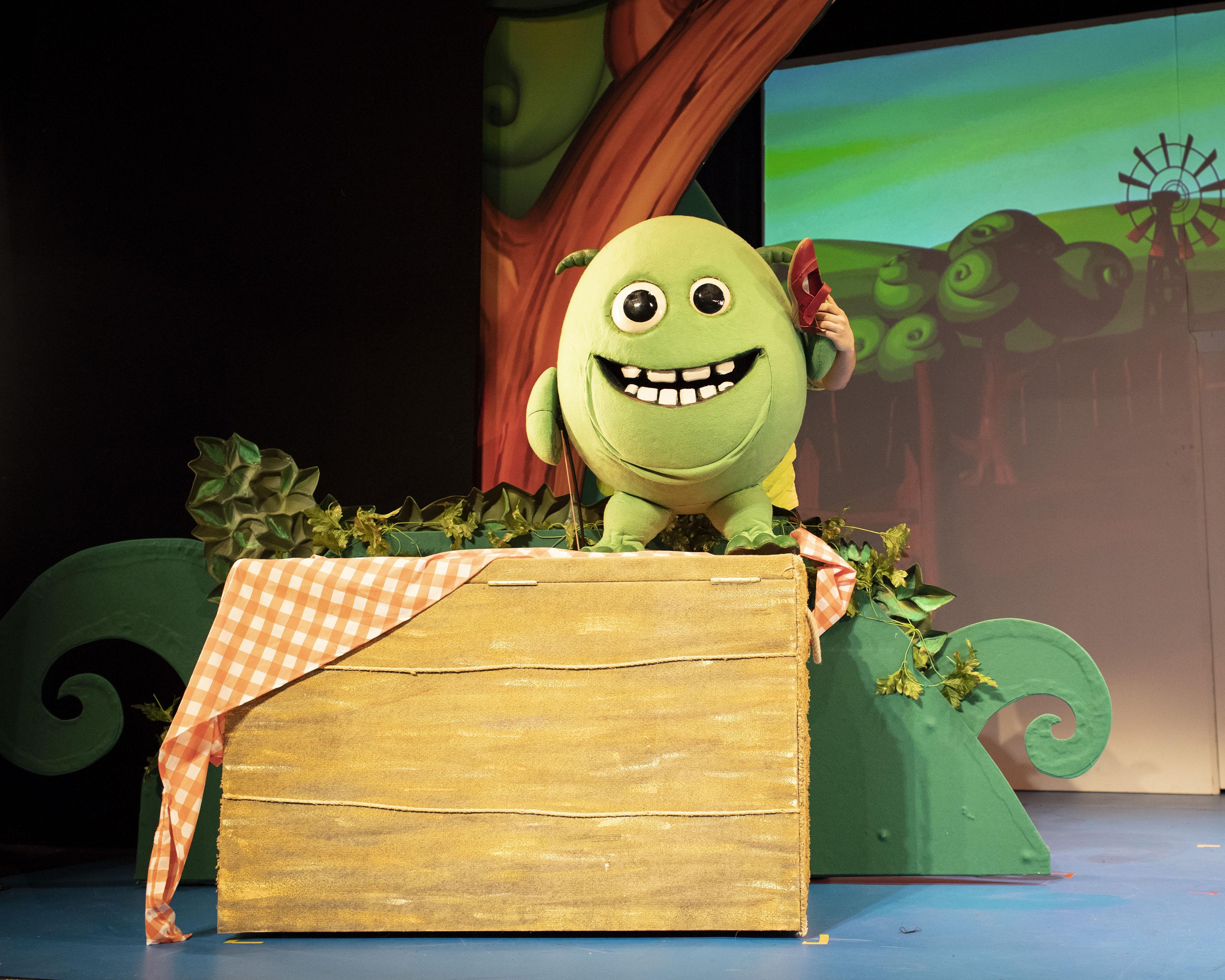 17. LITTLE BABY BUM LIVE. Stan The Monster. Photo Helen Maybanks.jpg