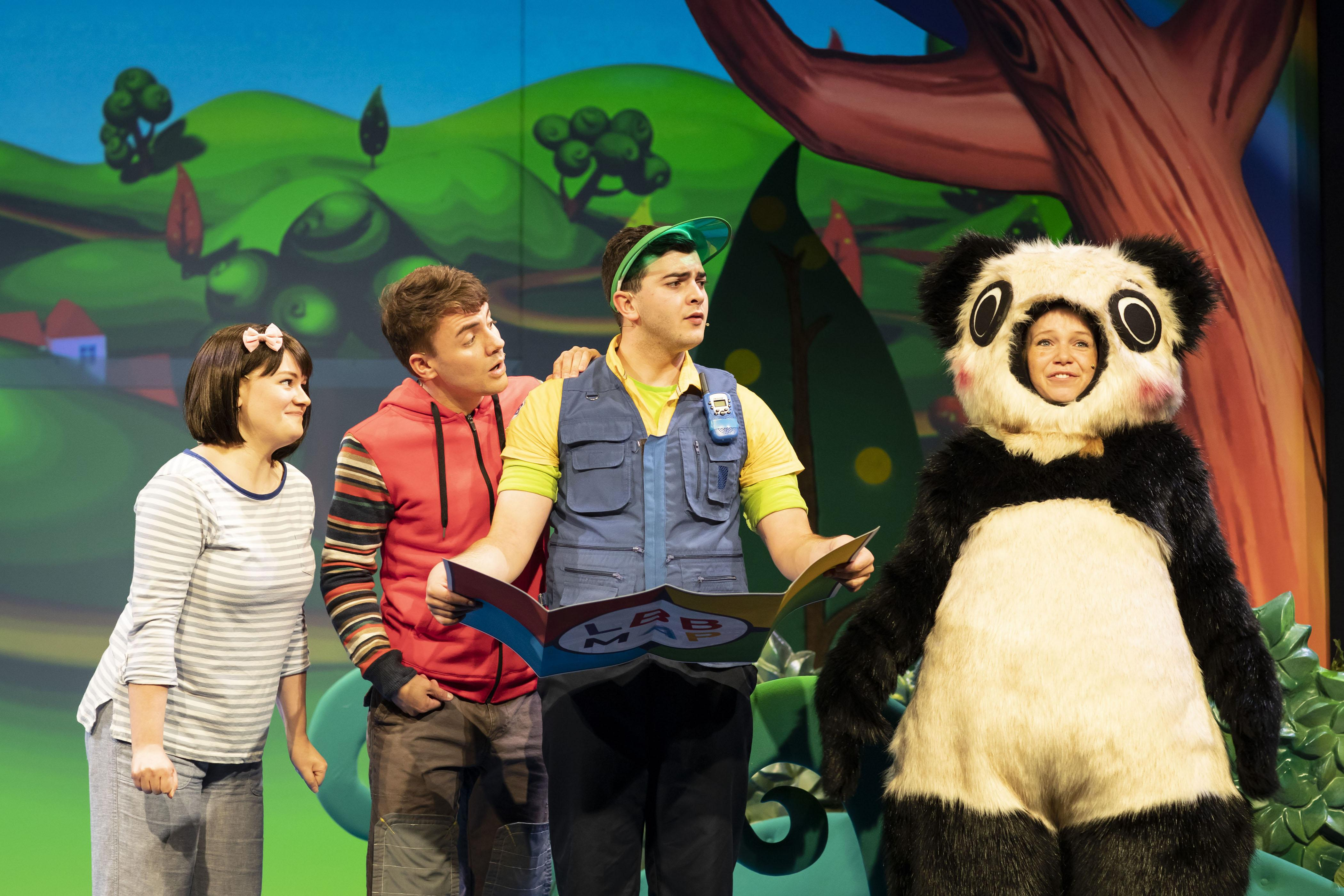 3. LITTLE BABY BUM LIVE. Rebecca Withers (Mia), Jack McNeill (Jacus), Henry James Cox (Tour Guide), Charlotte Cooper .jpg