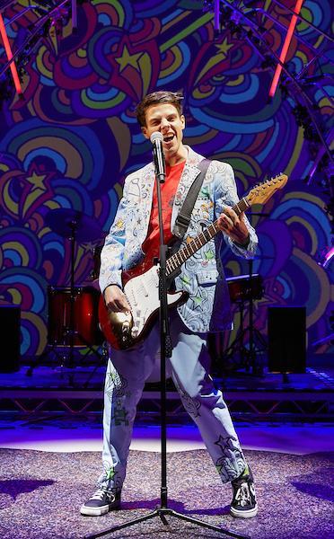 Tom Gates on stage
